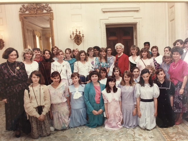 Ashley Hall Students Visit alumna and Former First Lady, Barbara Pierce Bush '43 in the White House in 1989